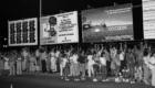 1985. Fans frente al Teatro Victoria Eugenia