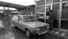 1984 Frontera de Irún, traslado restos mortales del refugiado vasco muerto por el GAL Rafael Goikoetxea a Hernani